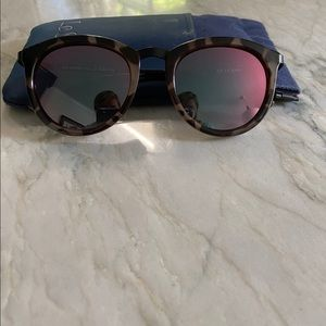 Le Specs Women's sunglasses. EUC